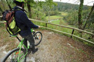 kolesarska-pot-po-rakovem-skocjanu-dolina-reke-rak_800x600