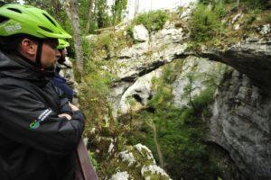 kolesarska-pot-po-rakovem-skocjanu-mali-naravni-most_800x600